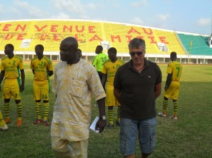 Manuel Amoros ancien international français avec Mounirou Daouda en 2013