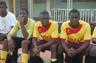 banc de touche attentif de Kozaf du Burkina Faso