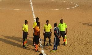 Arc-en-ciel - Eveil Foot, les deux capitaines avant le match