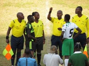 capitaines Abi SPort et SPorting club Accra avant la demi-finale
