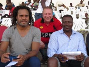 emmanuel pelletier soutien permanent du tic2f ici avec Christian Karembeu et Japhet N'Doram